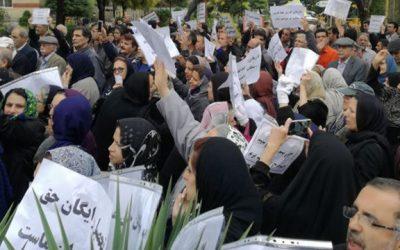 آنچه معلمان معترض آمریکایی  میتوانند از اعتراضات معلمان ایرانی بیاموزند